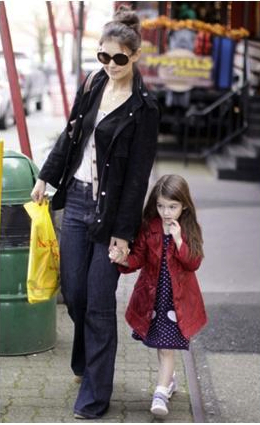 Katie Holmes Celebrity Mom Style: Maternal & Comfy Chic