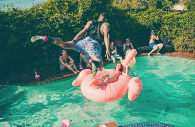 How to Throw a Stellar Summer Party for You and Your Friends