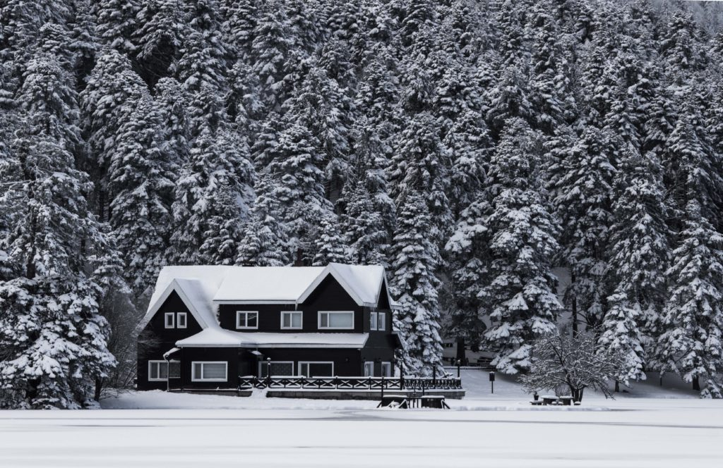 Snowy Season: 5 Reasons to Replace Your Windows before Winter