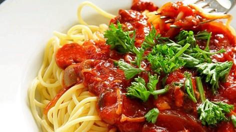 Spaghetti Bolognese cooking pasta