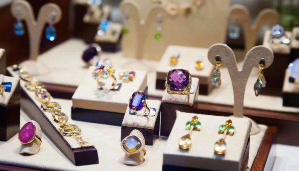 Guide for Choosing Diamond Jewelry and Fashionable Accessories
