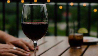 5 HEALTH BENEFITS OF DRINKING WINE
