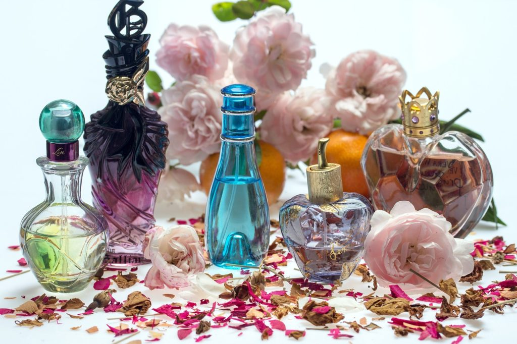 6 Luxury Gifting Ideas To Rekindle The Romance Instantly